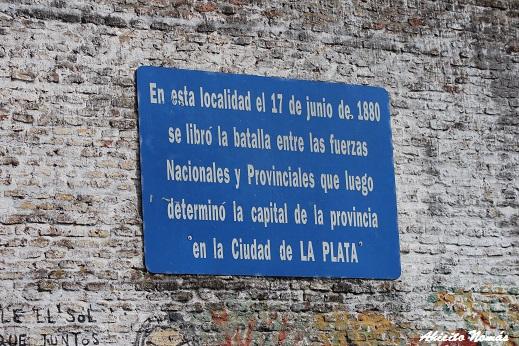 Cartel sobre la edificación lindera a la Estación Olivera