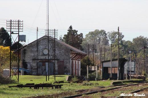 Vista de la estación desde el paso a nivel.