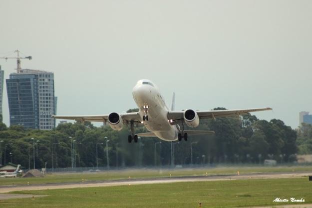 A320 LV-BTM despegando