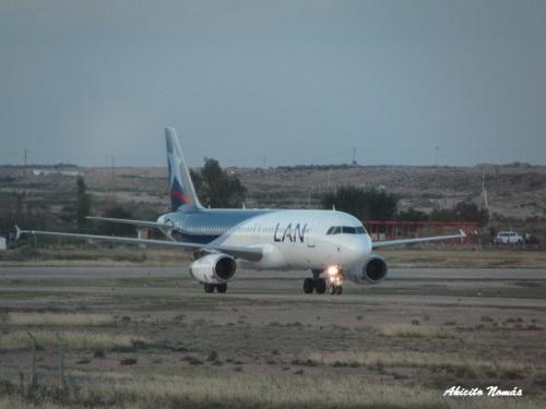 LV-BFY rodando recien aterrizado