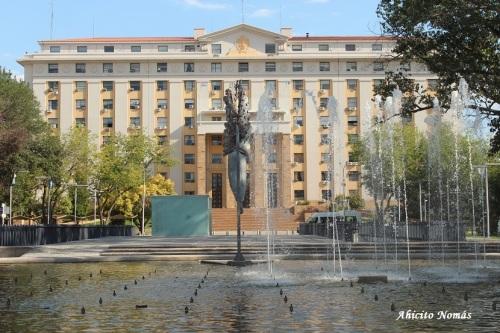 Casa de Gobierno detras de la fuente