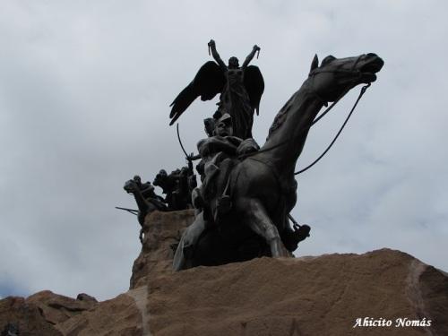 Monumento desde abajo