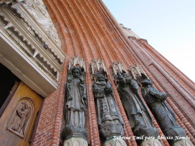 Estatuas entrada