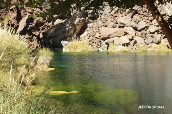 Laguna entre las piedras