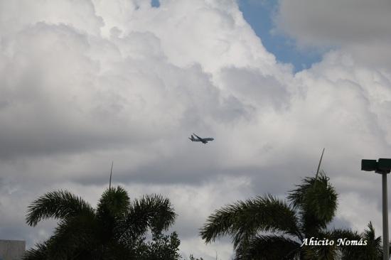 Aviones sobre hotel