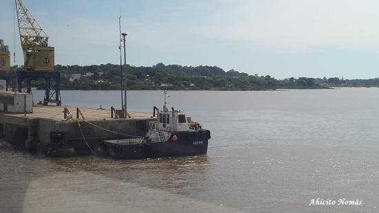 Barco amarrado UY