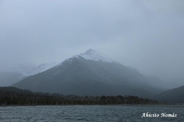 Montaña tras las nubes