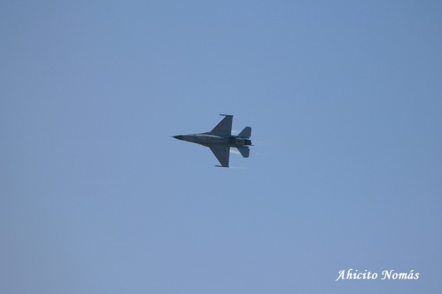 F16 virando derecha