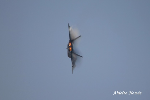 F22 virando a pleno motor