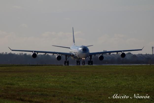 A340 A7-AAH se acerca a cabecera