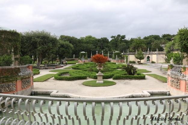 Vista del jardin desde el edificio