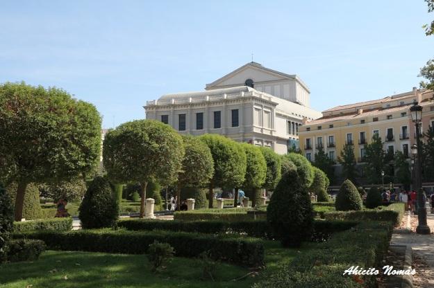 jardines-frente-al-palacio