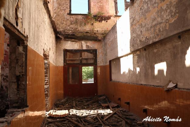 Escombros en el pasillo